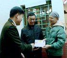 Đồng chí Đại tá Nguyễn Ngọc Vân, Giám đốc Công an tỉnh thăm, tặng quà cán bộ, chiến sỹ có hoàn cảnh khó khăn, mắc bệnh hiểm nghè