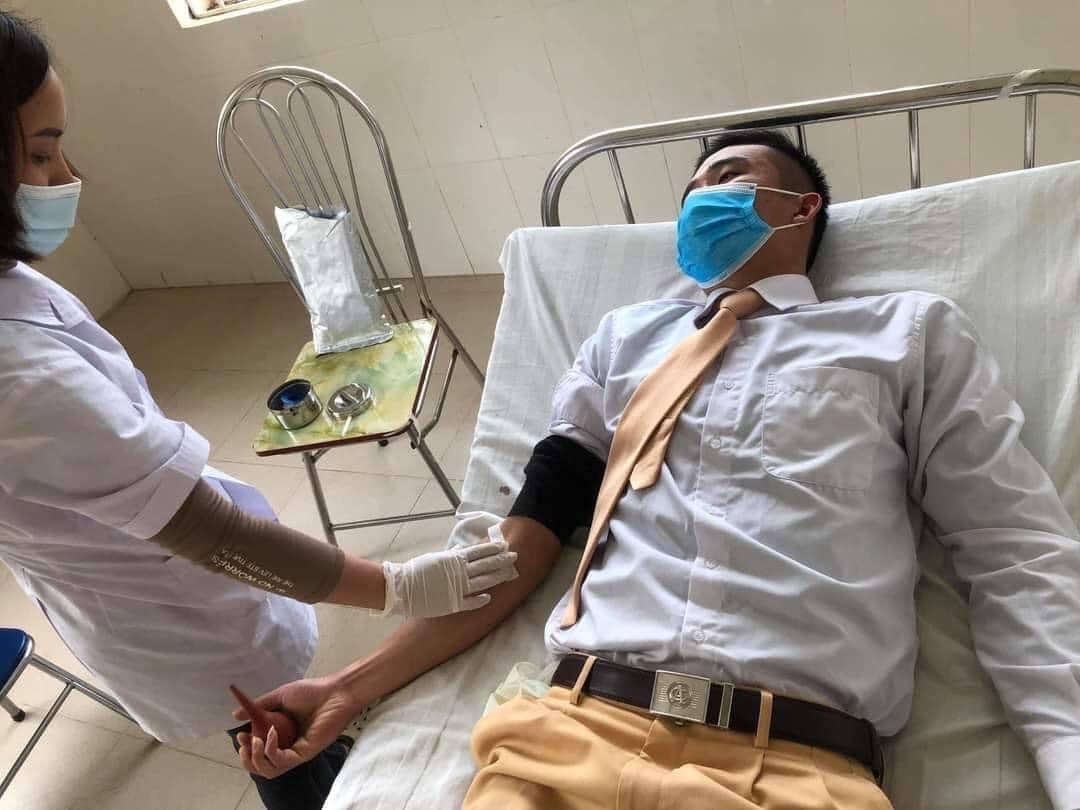 Trung úy Cảnh sát giao thông Công an Sơn La kịp thời hiến máu cứu người