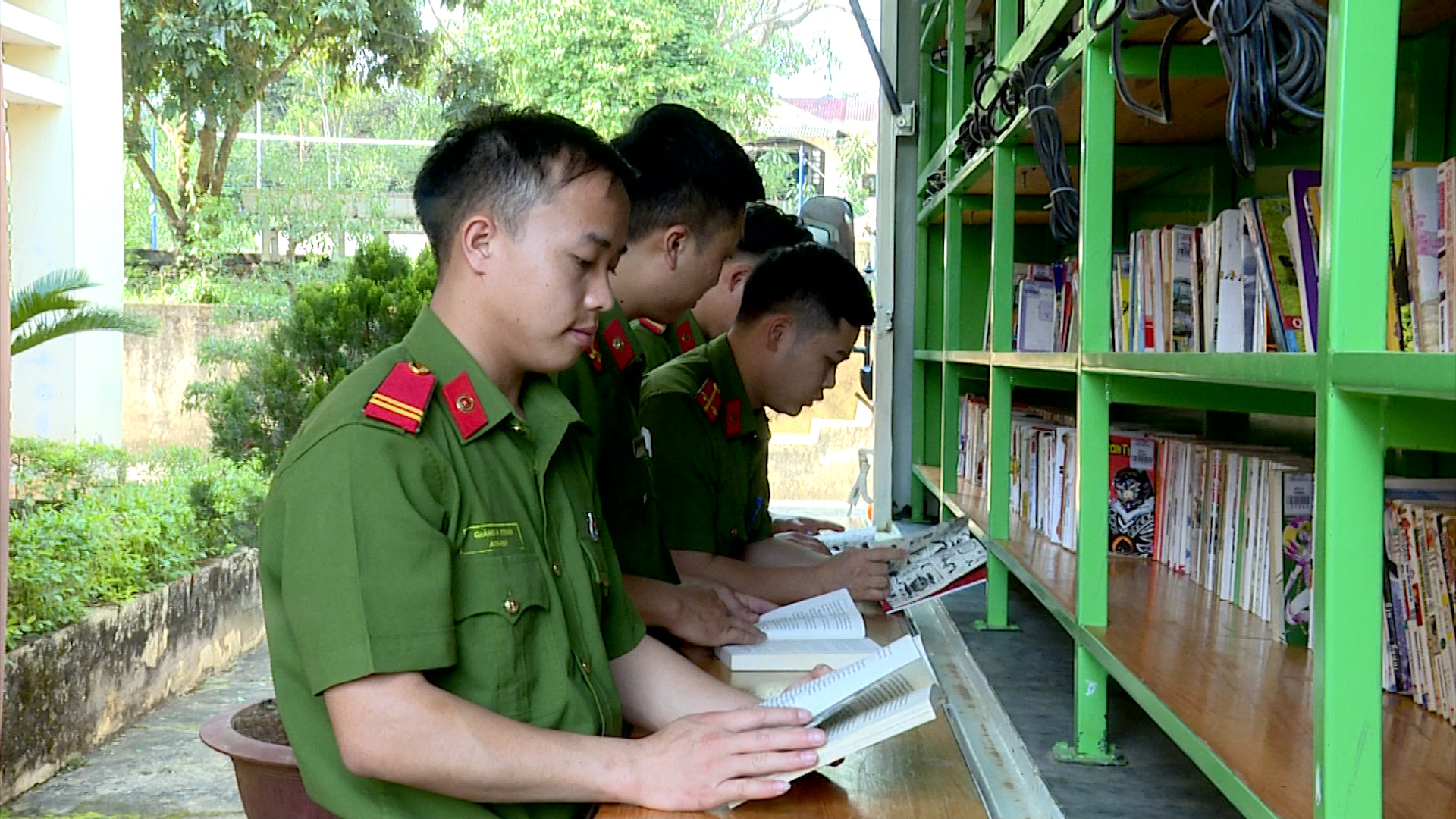 Triển lãm, tuyên truyền giới thiệu sách và hoạt động xe ô tô thư viện lưu động tại Trại tạm giam Công an tỉnh Sơn La