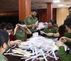 Kính chống giọt bắn tặng các lực lượng tuyến đầu chống dịch và ủng hộ nhu yếu phẩm phục vụ công tác phòng, chống dịch Covid-19 tại huyện Phù Yên, tỉnh Sơn La