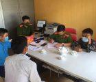 Công an xã Mường Khoa, huyện Bắc Yên, tỉnh Sơn La giúp đỡ cháu bé đi lạc trở về nhà