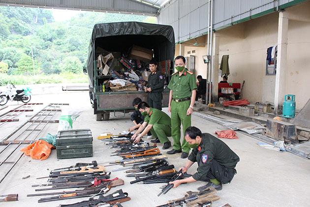 Công an tỉnh Sơn La tổ chức tiêu hủy vũ khí, công cụ hỗ trợ